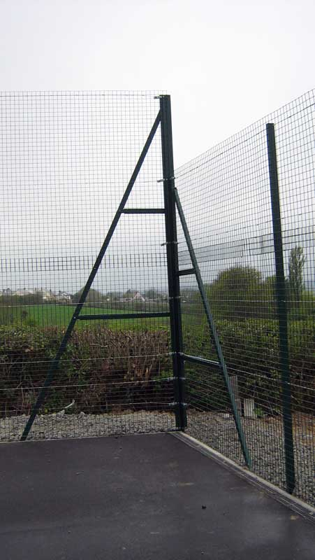 WIRE MESH SPORTS TENNIS COURT FENCE CORNER PIECE